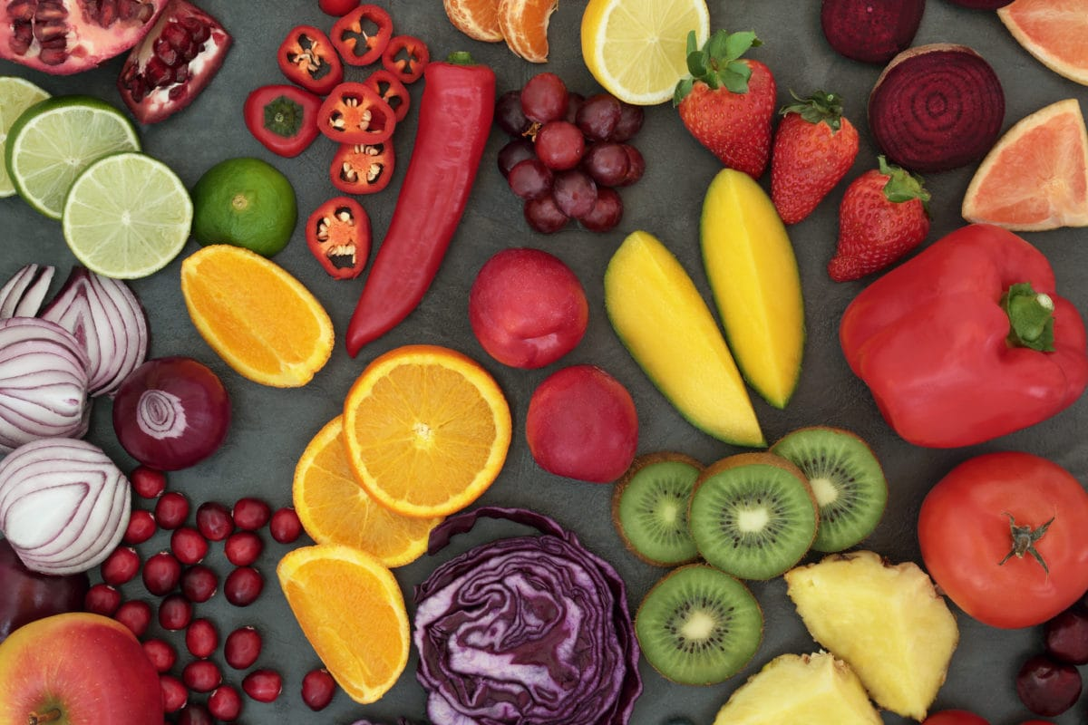 Fresh fruits and vegetables that are high in antioxidants, vitamins, dietary fiber, and minerals