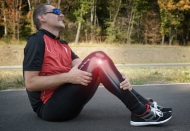 Male runner with knee injury and pain